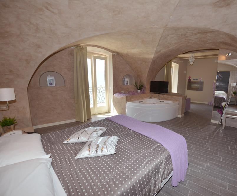 Camere in hotel tre stelle tremosine lago di garda - Vasca da bagno in camera ...